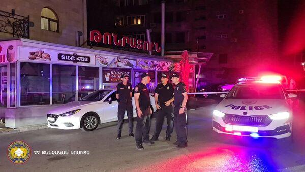 Сотрудники правоохранительных органов на месте преступления - Sputnik Արմենիա