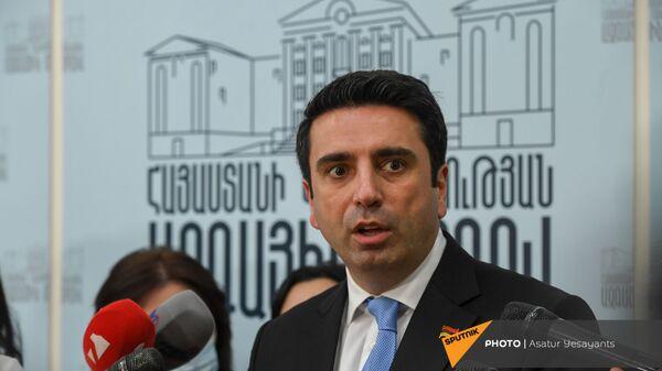 Спикер Парламента Ален Симонян на брифинге в перерыве очередного заседания НС (25 августа 2021). Еревaн - Sputnik Армения