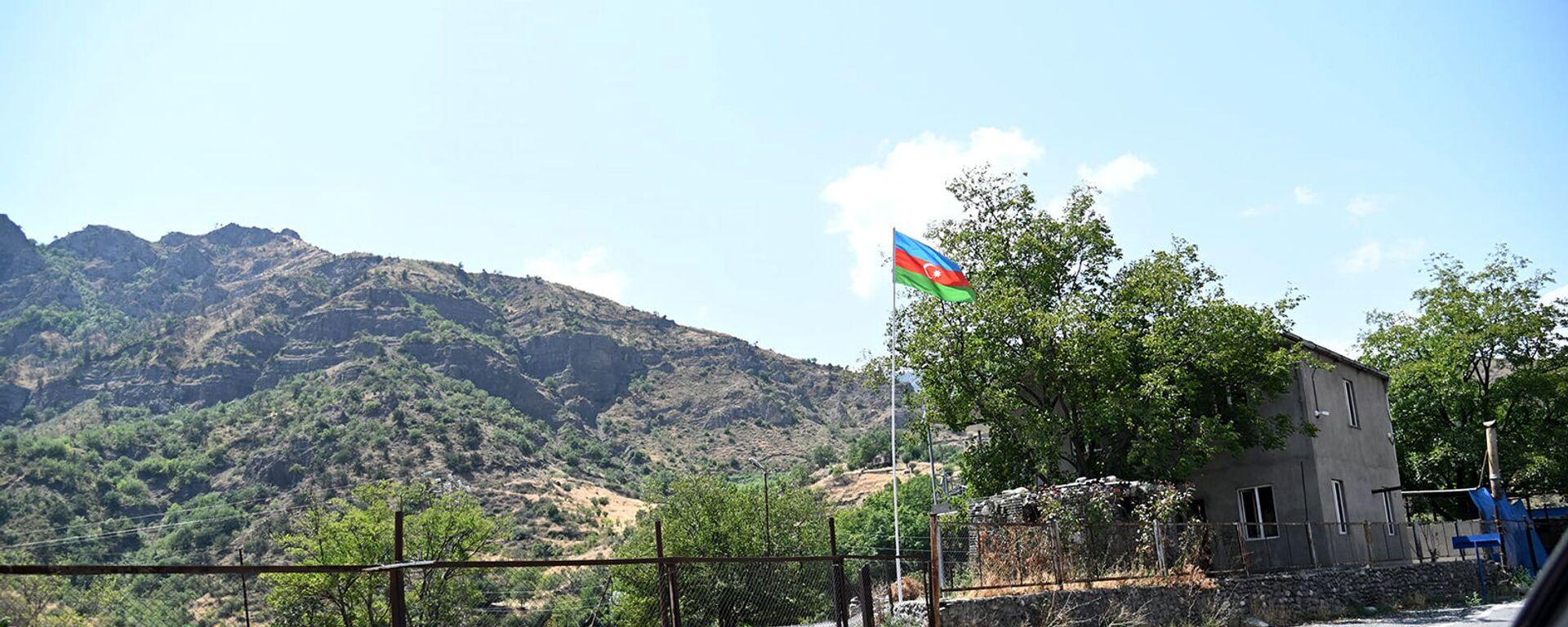 ВС Азербайджана закрыли дорогу, ведущую из Гориса в Воротан в Сюникской области РА - Sputnik Армения, 1920, 13.09.2021