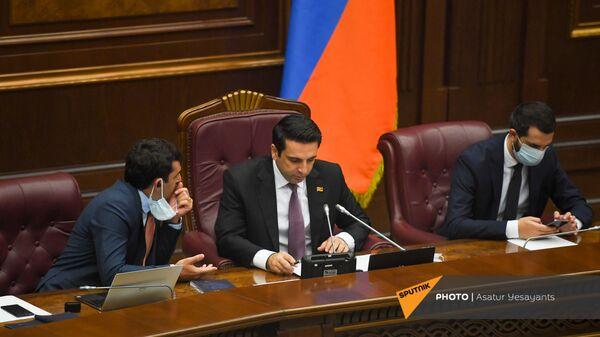 Ален Симонян , Акоп Аршакян и Рубен Рубинян на заседании Парламента (26 августа 2021). Еревaн - Sputnik Армения