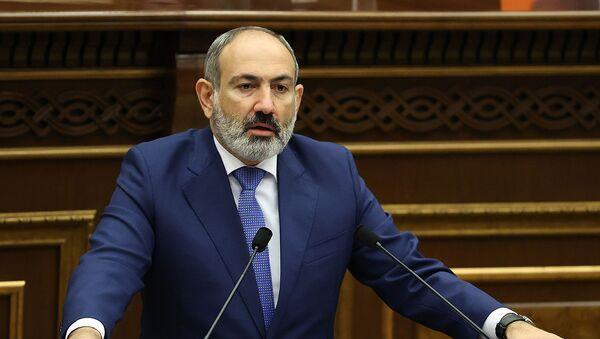 Премьер-министр Никол Пашинян выступает с речью на заседании Парламента (26 августа 2021). Еревaн - Sputnik Армения