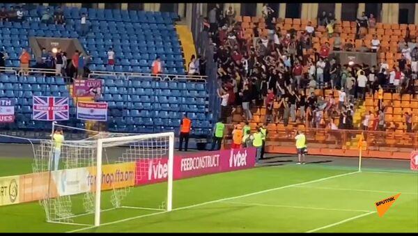 Перепалка между армянскими и шотландскими футбольными болельщиками - Sputnik Армения