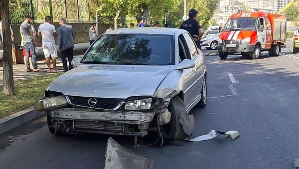 Дорожно-транспортное происшествие на улице маршала Бабаджаняна (27 августа 2021). Еревaн - Sputnik Արմենիա