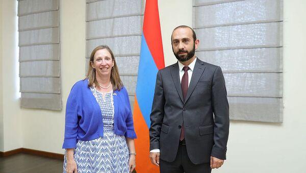 Министр иностранных дел Арарат Мирзоян принял посла США в Армении Линн Трейси (27 августа 2921). Еревaн - Sputnik Արմենիա