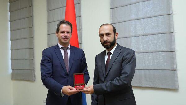 Министр иностранных дел Арарат Мирзоян принял посла Франции в Армении Джонатана Лакота (27 августа 2921). Еревaн - Sputnik Արմենիա