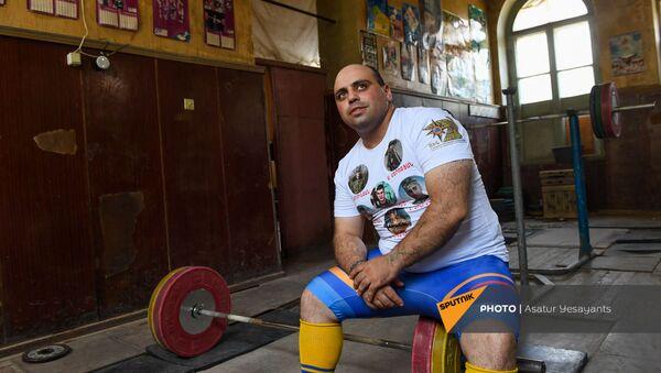 Зорик Погосян посвящает все свои победы и мировые рекорды памяти героев Арцаха - Sputnik Արմենիա