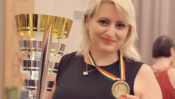 Чемпионка Европы Элина Даниелян с кубком и золотой медалью - Sputnik Արմենիա
