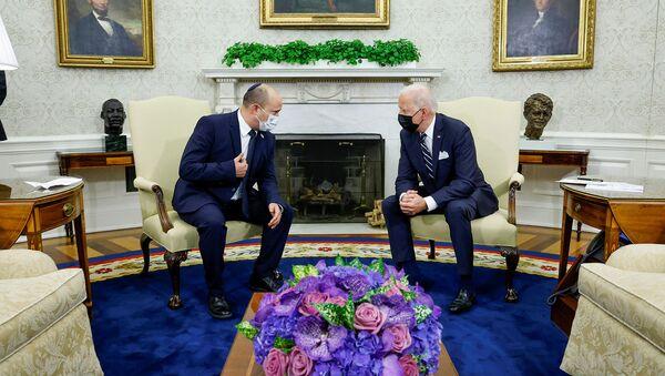 Президент США Джо Байден и премьер-министр Израиля Нафтали Беннетт беседуют во время встречи в Овальном кабинете Белого дома (27 августа 2021). Вашингтон - Sputnik Արմենիա