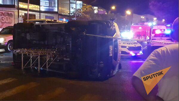 Երևանում շտապօգնության մեքենան կողաշրջվել է - Sputnik Արմենիա