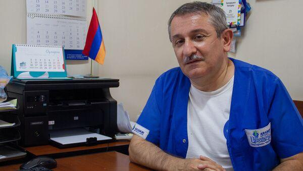 Главный педиатр Минздрава Армении Сергей Саргсян в рабочем кабинете  - Sputnik Արմենիա