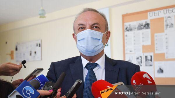 Ваграм Думанян в школе Сотка отвечает на вопросы журналистов - Sputnik Արմենիա