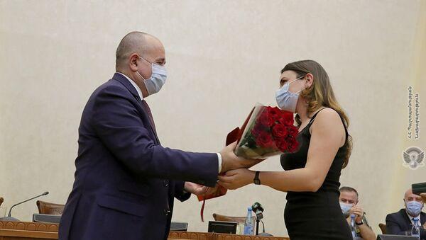 Аршак Карапетян во время награждения врачей, принявших участие в 44-дневной войне (2 сентября 2021). Еревaн - Sputnik Արմենիա