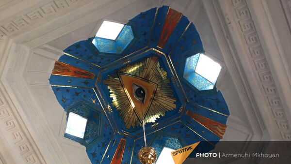 Ныне несуществующая фреска Глаз Божий под куполом церкви Святого Архангела Михаила в Гюмри - Sputnik Армения