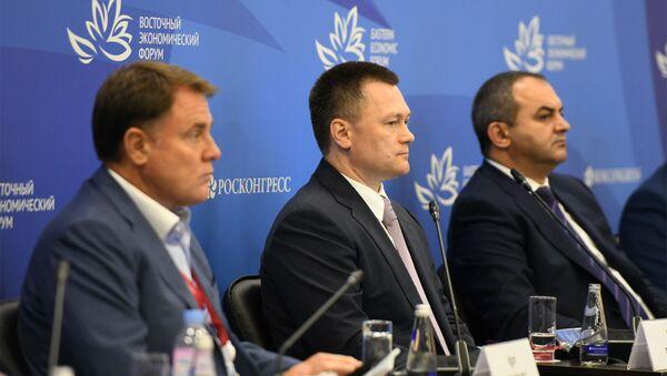 Артур Давтян представляет структуры по продвижению инвестиций и правовой защиты в Армении на 6-м Восточном экономическом форуме - Sputnik Արմենիա