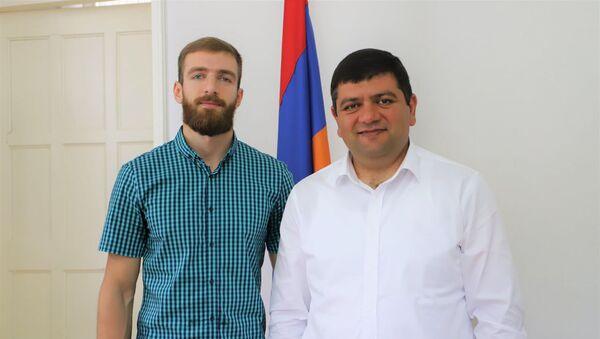 Легкоатлет сборной Армении Левон Агасян и глава капанской общины Геворг Парсян  - Sputnik Արմենիա