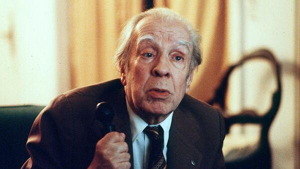 Аргентинский писатель Хорхе Луис Борхес во время интервью в своей квартире в Буэнос-Айресе (20 ноября 1981). Аргентина - Sputnik Армения