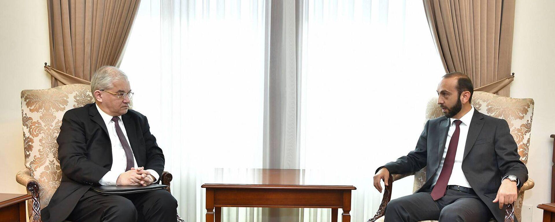 Министр иностранных дел Армении Арарат Мирзоян принял новоназначенного российского сопредседателя Минской группы ОБСЕ Игоря Ховаева (6 сентября 2021). Еревaн - Sputnik Армения, 1920, 06.09.2021