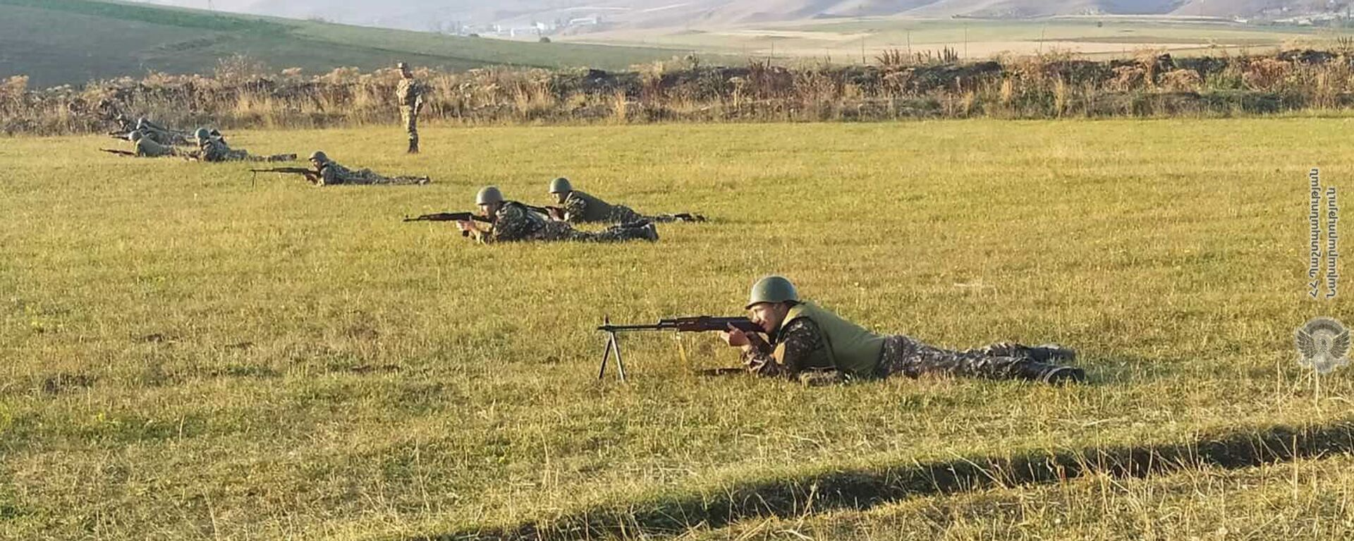 Армянские военнослужащие во время практических занятий - Sputnik Армения, 1920, 22.09.2021