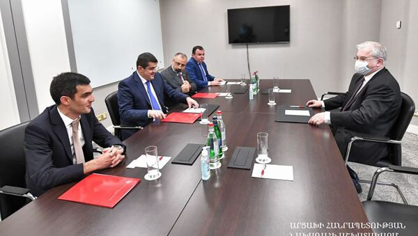 Президент Араик Арутюнян встретился с российским сопредседателем Минской группы ОБСЕ Игорем Ховаевым (6 сентября 2021). Степанакерт - Sputnik Արմենիա