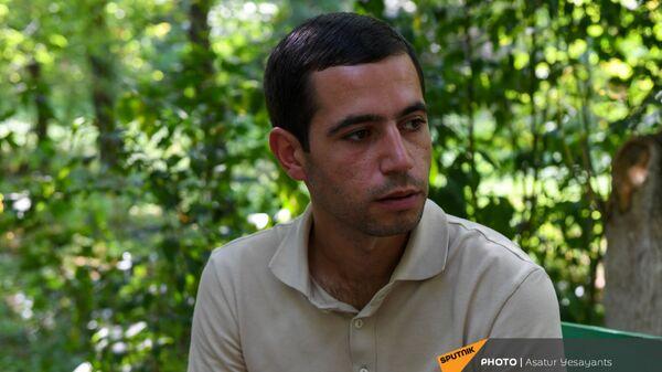 Арман Сирадегян, ради спасения соратников накрывший телом гранату во время войны  - Sputnik Արմենիա