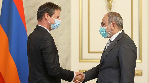 Премьер-министр Никол Пашинян принял Чрезвычайного и Полномочного Посла Франции в Армении Джонатана Лакота (7 сентября 2021). Еревaн - Sputnik Արմենիա