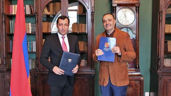 Посол Армении в РФ Вардан Тоганян и председатель НКО Ассоциация армянских юристов Шаген Петросян подписали меморандум о сотрудничестве (8 сентября 2021). Москвa - Sputnik Արմենիա