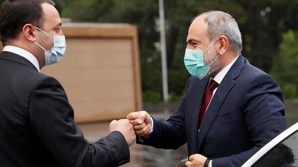 Премьер-министры Армении и Грузии Никол Пашинян и Ираклий Гарибашвили (8 сентября 2021). Тбилиси - Sputnik Армения