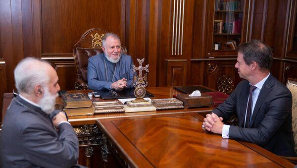 Католикос Гарегин II провел прощальную встречу с послом Франции в Армении Джонаттаном Лакотом (8 сентября 2021). Эчмиадзин - Sputnik Արմենիա
