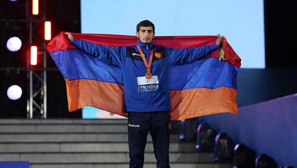 Бронзовый призер турнира по самбо на первых играх стран СНГ - Sputnik Արմենիա