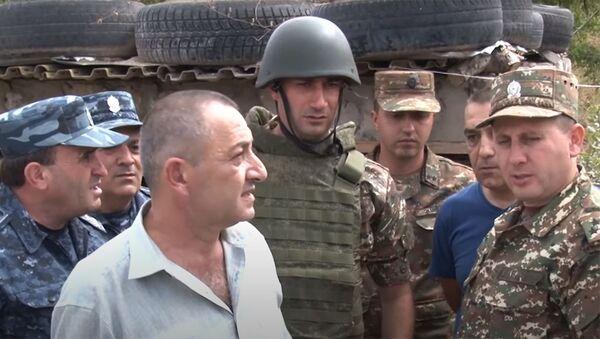 Командующий ВС и начальник ГИБДД посетили боевые позиции - Sputnik Армения