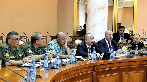 Министр обороны Аршак Карапетян встретился с родственниками пропавших без вести военнослужащих и добровольцев (9 сентября 2021). Еревaн - Sputnik Армения