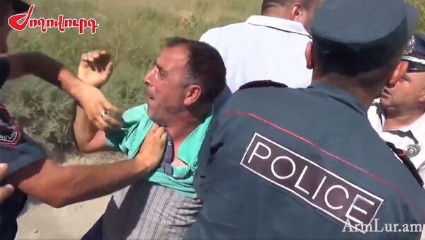 Потасовка между жителями Арарата и полицейскими - Sputnik Արմենիա