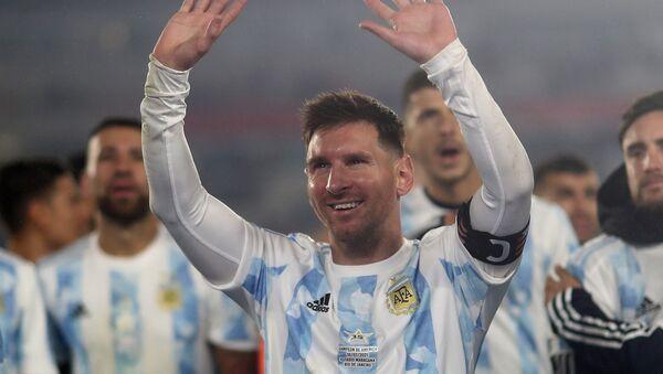 Лионель Месси с товарищами по команде из Аргентины празднуют победу надо Боливией на стадионе Эль Монументаль отборочного турнира ЧМ стран Южной Америки (9 сентября 2021). Буэнос-Айрес - Sputnik Արմենիա