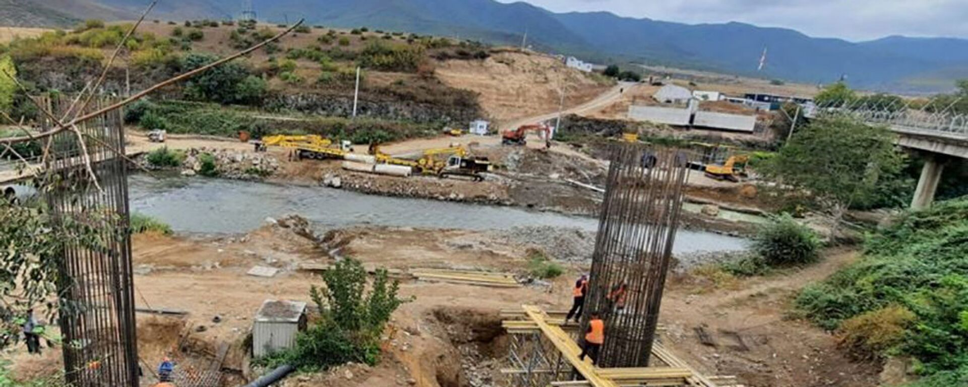 Строительство нового моста через реку Дебед в районе пункта пропуска Садахло-Баграташен государственной границы между Арменией и Грузией - Sputnik Армения, 1920, 10.09.2021