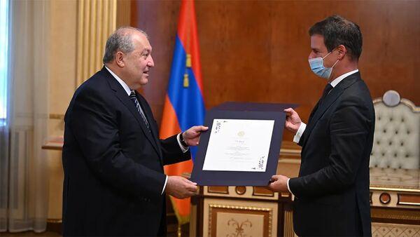 Նախագահ Արմեն Սարգսյանը հրաժեշտի հանդիպում է ունեցել Ֆրանսիայի դեսպան Ժոնաթան Լաքոթի հետ - Sputnik Արմենիա