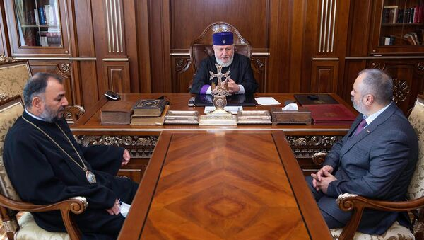 Католикос Гарегин Второй принял министра иностранных дел Карабаха Давида Бабаяна (10 сентября 2021). Эчмиадзин - Sputnik Армения