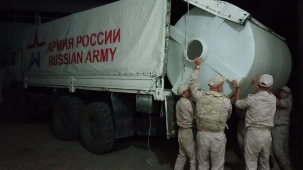 Миротворцы РФ доставляют жителям Карабаха баки с водой - Sputnik Армения