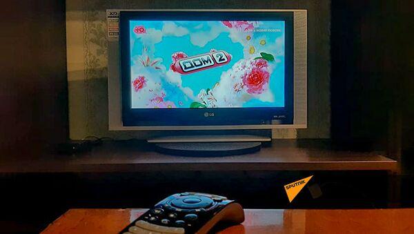 Заставка телешоу Дом-2 на экране телевизора - Sputnik Армения
