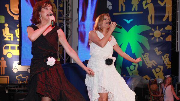 Группа Баккара выступает на вечеринке в рамках XXI Открытого Российского кинофестиваля Кинотавр (11 июня 2010). Сочи - Sputnik Армения