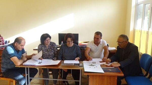 Члены избирательной комиссии в Сюнике за работой - Sputnik Армения