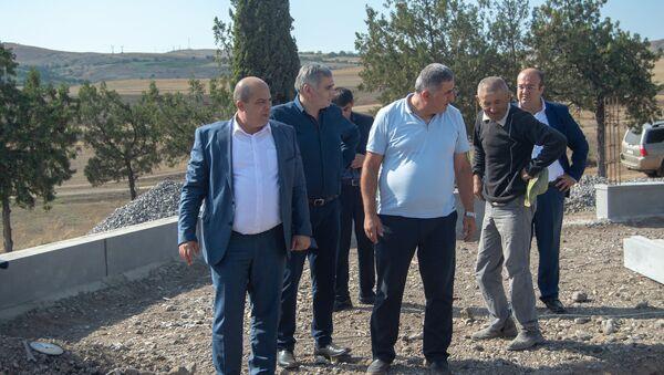 Губернатор Тавуша Айк Галумян во время очередного рабочего визита в Ноемберянской общине - Sputnik Армения