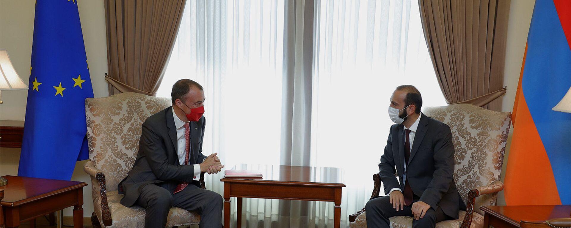 Министр иностранных дел РА Арарат Мирзоян принял делегацию во главе со спецпредставителем ЕС по кризису на Южном Кавказе Тойво Клааром (13 сентября 2021). Еревaн - Sputnik Армения, 1920, 13.09.2021