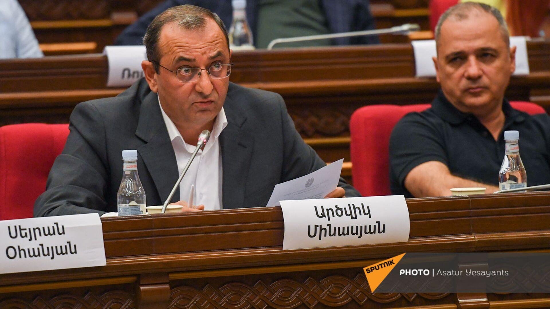 Арцвик Минасян во время заседания НС (13 сентября 2021). Еревaн - Sputnik Армения, 1920, 28.09.2021