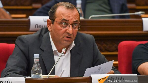 Арцвик Минасян во время заседания НС (13 сентября 2021). Еревaн - Sputnik Армения