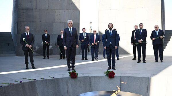 Министр иностранных дел Словакии в сопровождении армянского коллеги посетил мемориальный комплекс Геноцида армян (14 сентября 2021). Еревaн - Sputnik Արմենիա