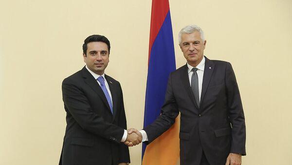 Председатель Парламента Ален Симонян принял делегацию, возглавляемую главой МИД Словакии Иваном Корчоком (14 сентября 2021). Еревaн - Sputnik Արմենիա
