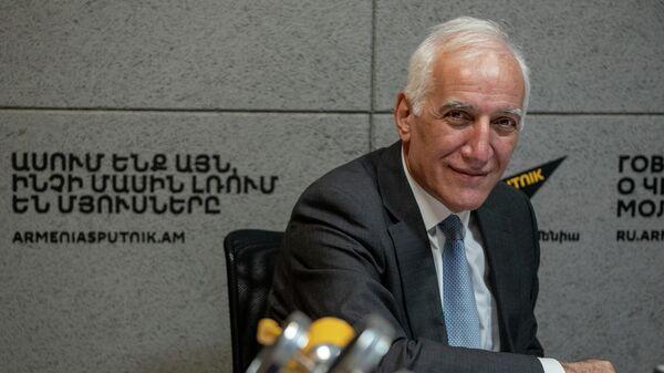 Министр высокотехнологической промышленности Ваагн Хачатурян в гостях радио Sputnik  - Sputnik Армения