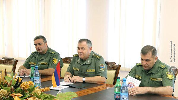 Начальник генштаба Артак Давтян принял новоназначенного военного атташе США в Армении полковника Грегори Пайпса (15 сентября 2021). Еревaн - Sputnik Армения