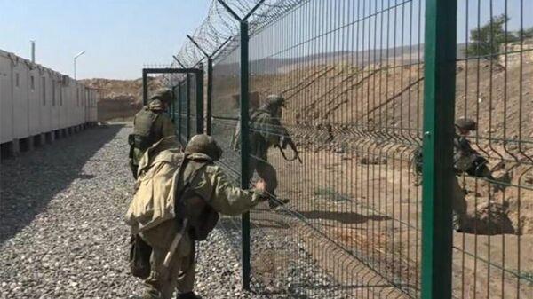 Российские миротворцы провели плановую комплексную тренировку по обороне на 27-ми наблюдательных постах (16 сентября 2021). Карабах  - Sputnik Армения