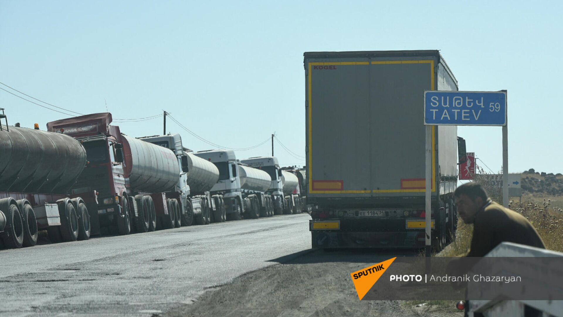 Очередь из иранских грузовых автомобилей недалеко от Сисиана - Sputnik Արմենիա, 1920, 18.09.2021